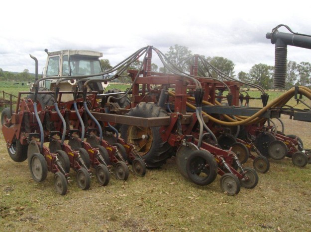 A new minimum till planter has reduced crop establishment costs for the Downies.